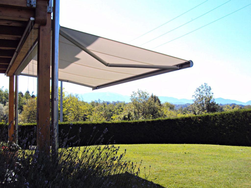 Tenda a bracci della ShadeLAB, con cassonetto di protezione a Sedico, Belluno