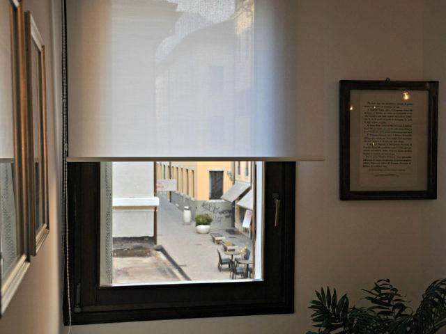 tenda a rullo Resstende tessuto filtrante schermante ufficio a Belluno
