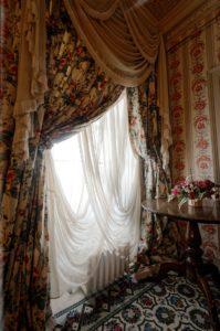 tendaggio con drappi, home decor classico